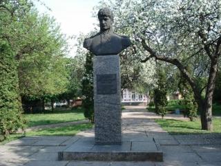 Памятник Юрию Лисянскому