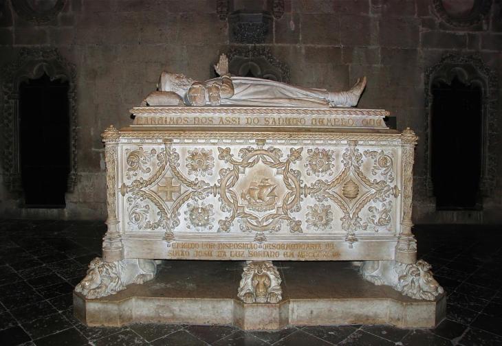 Лиссабон. Могила великого мореплавателя Васко да Гамы в Монастыре Жеронимуш