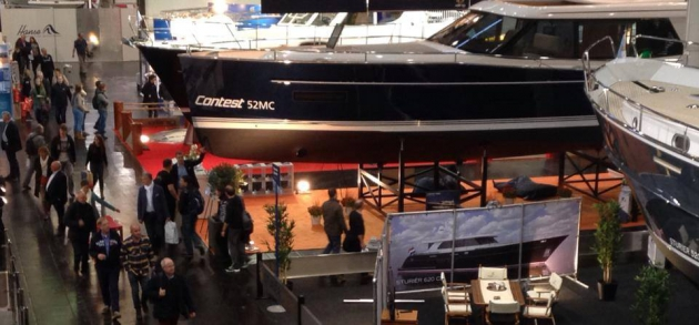 Представитель моторных яхт от Contest - 52 MC на выставке в Дюссельдорфе. 2015 год.