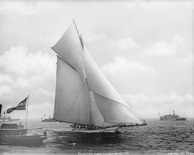 Volunteer (1887 год) - типичный представитель яхт конца 19 века.