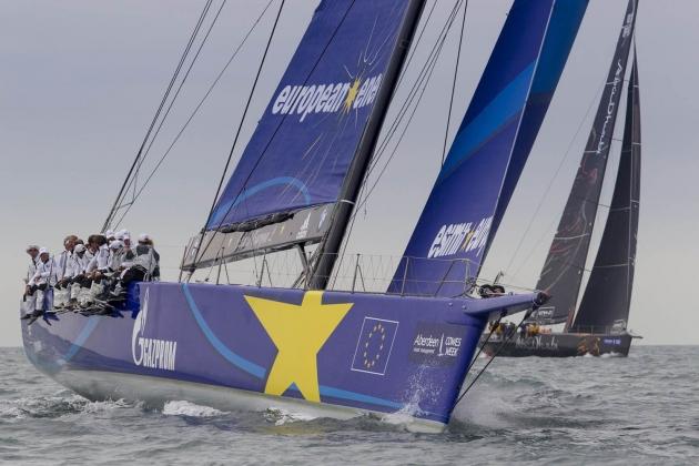 """Макси-яхты, вроде запечатленной на фото """"Esimit Europa"""" - главные фавориты гонки."""
