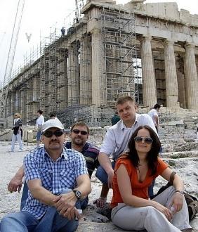 Экипажи не  только гоняются на парусных яхтах, но и знакомятся со множеством греческих достопримечательностей.