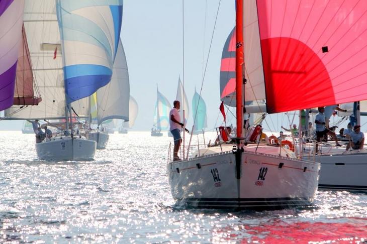 Яхта, поймавшая ветер - это прекраснейшее зрелище!