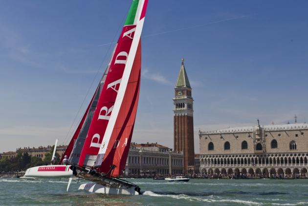 Тренировка Luna Rossa в Венеции.
