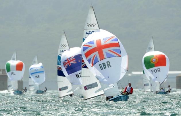 На небольших олимпийских классах экипаж состоит из одного человека.