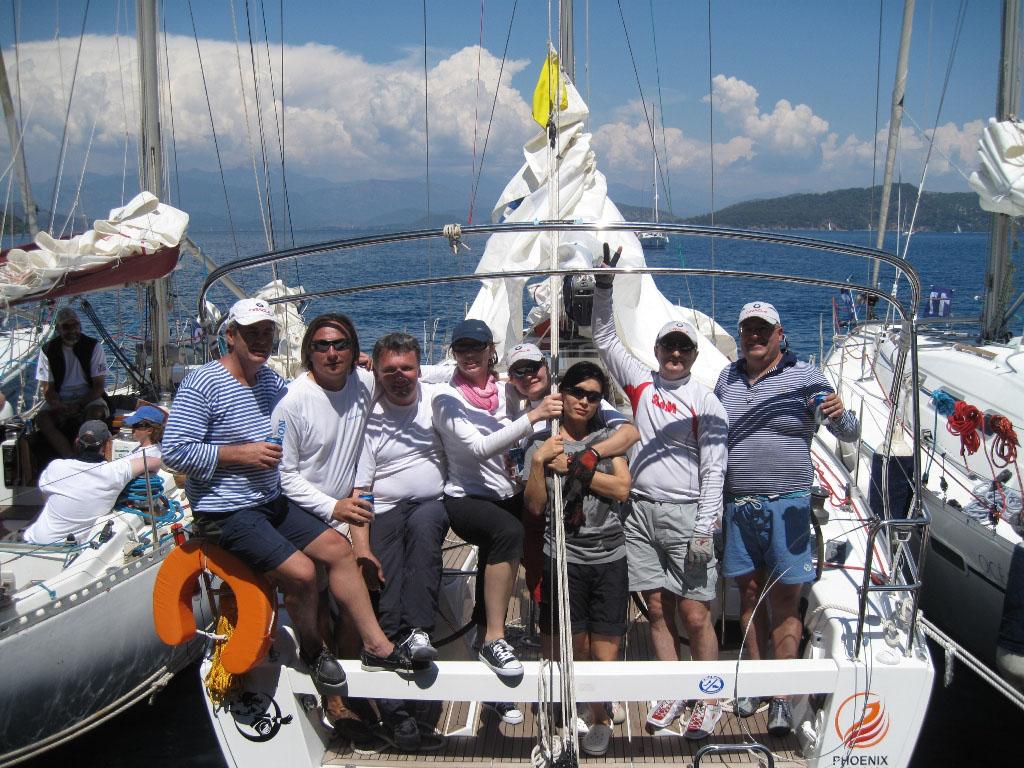 На эти несколько дней регаты экипаж яхты становится настоящей семьей.