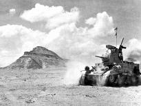 "Американский танк М3 ""Стюарт"" на фоне пирамид"