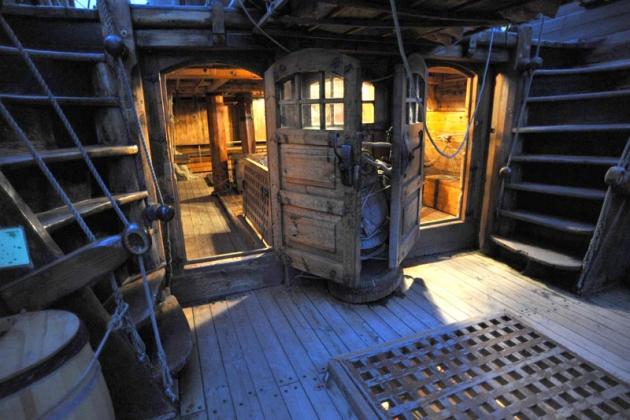 Атмосфера корабля 18 века тут воссоздана полностью!