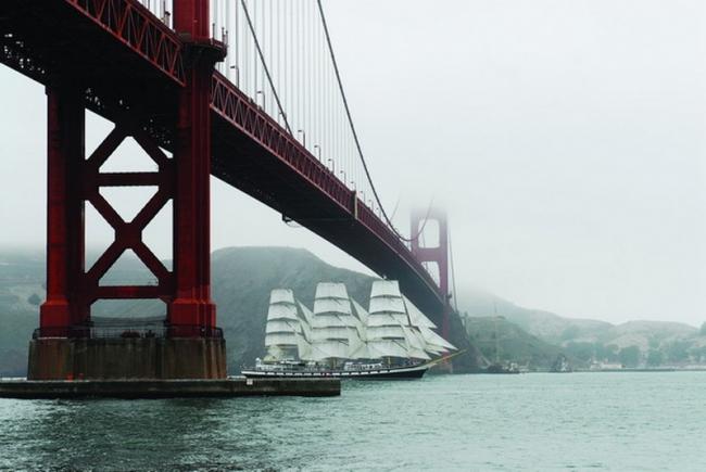 Паллада под мостом Золотые Ворота 2011 год, г. Сан-Франциско