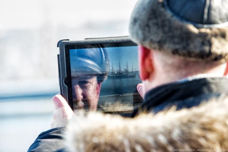 Седов на iPad. Седов ошвартовался во Владивостоке, 28 января 2013