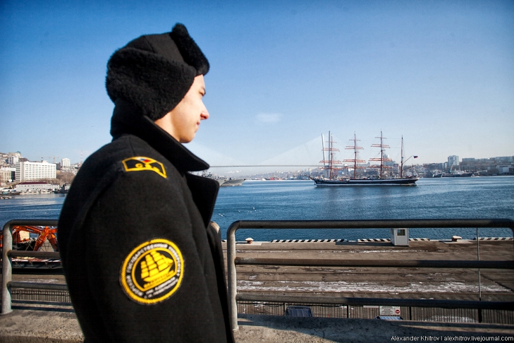 Моряк. Седов ошвартовался во Владивостоке, 28 января 2013