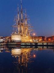 вид на корабль Виктори ночью