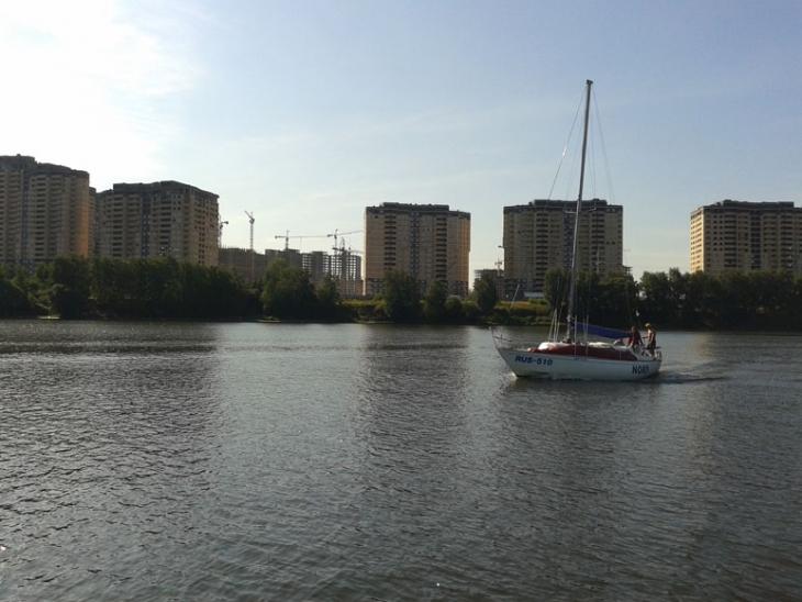 Яхта NORD держит путь на Клязьминское водохранилище