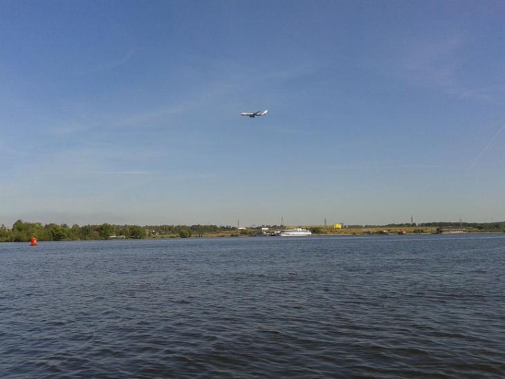 Самолёт идет на посадку в Шереметьево