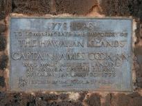 Надпись на обратной стороне памятника Джеймсу Куку