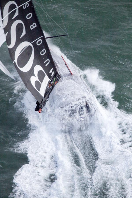 """Яхты класса Open 60 не самые мелкие, но в открытом океане часто накрывает """"с головой""""."""
