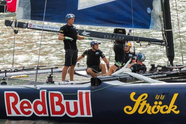 """Штурман показывает """"все под контролем"""" - немудрено, """"Red Bull"""" тут лидирует!"""
