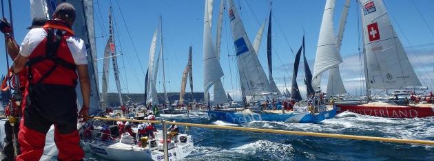 В этой гонке нужно быть предельно внимательным - яхты часто идут довольно плотным строем.