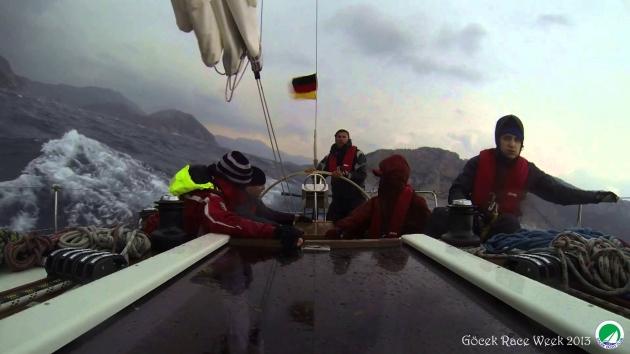 Немецкая команда явно не в восторге от осеннего Средиземного моря.
