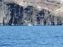 Неправильный маневр - и приходится несколько часов дожидаться ветра в прибрежной зоне острова.