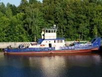 Буксир Речной-4 на фоне зеленых берегов, Канал имени Москвы
