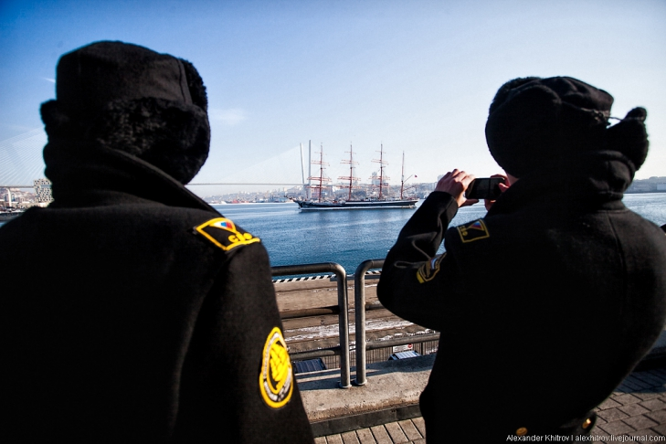 Моряки. Седов ошвартовался во Владивостоке, 28 января 2013
