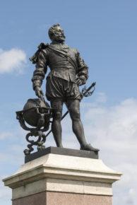 Памятник сэру Френсису Дрейку в Плимуте