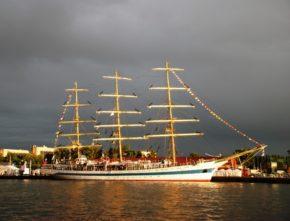 Парусный корабль Мир