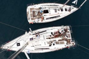 Вид на яхту - с верхушки мачты