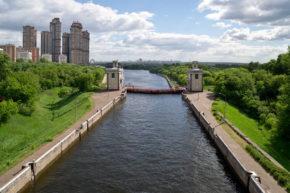 Шлюз №8. За воротами Москва-река