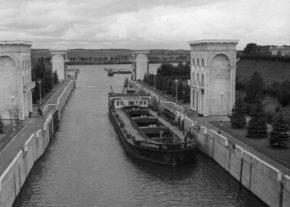 Баржа в 9 шлюзе, Канал имени Москвы