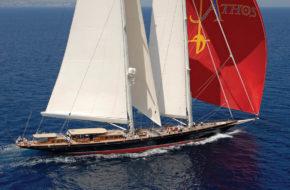 Длина этой яхты 203 фута. Представитель класса Superyacht.