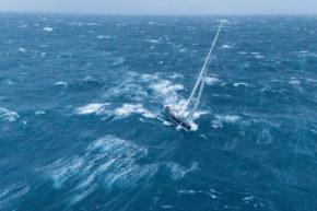 Ветер может очень разбросать флот и тогда почти всю дистанцию приходится идти в одиночку.