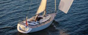 C-Yachts C 12.50 - небольшая с виду яхта вмещает в себя такой просторный салон.