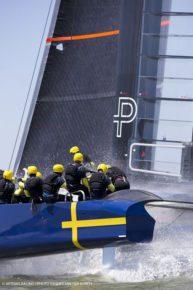 К экипировке яхтсменов относятся ответственно! Шведы на своем АС 72