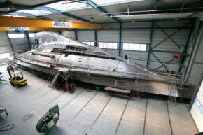 Корпус недостроенной яхты J-class походит скорее на космический корабль. Самые большие яхты