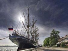 Парусники «Крузенштерн» и «Седов» защитил судья порта Брест